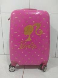 Mala da Barbie que pode ser usada na escola ou em viagens
