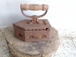 Ferro a brasa Antigo