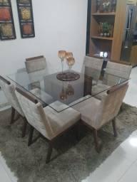 Mesa de 6 lugares com 6 cadeiras