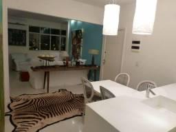 Excelente apartamento totalmente reformado em ótima localização da Lagoa.