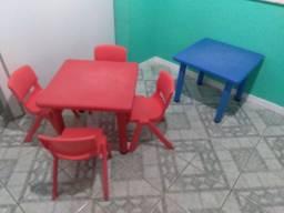 Mesas com cadeiras escolar