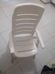 2 Cadeiras. Plasticas reguláveis de descanso
