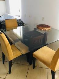 Mesa de vidro temperado com 4 cadeiras