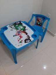 Mesinha plastica com cadeira