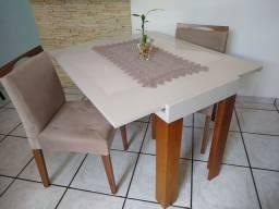 Mesa/ Aparador extensível com 2 cadeiras