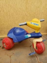 Triciclo motoca bandeirantes usada