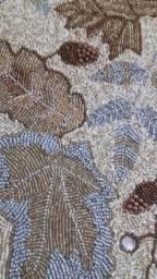 Caminho de mesa em pedrarias bordado a mao