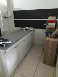Maca em MDF com armário e gaveta