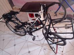 Vende-se bicicleta cargueira motorizada, com pouco tempo de uso