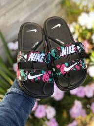Sandália Nike e Melissa