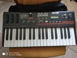 Sintetizador Akai 3/8 Miniak impecável com bag
