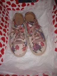 Tênis chinelo rosa com flores