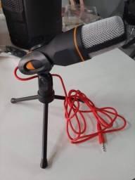 Microfone com tripé de mesa