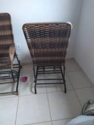 2 cadeiras de fibra sintética,  bem conservada