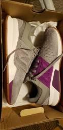 Tênis New Balance, novo na caixa
