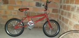 Uma bicicleta BMX