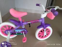Bicicleta aro 12, infantil , pouco usada , impecavel
