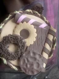 Potes decorados de doces e bolachas