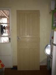 Porta de madeira 2,04x0,77 com portal