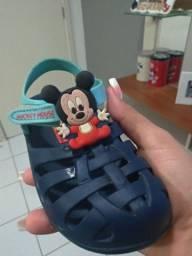 Sandálias do Mickey