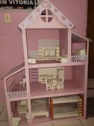 Casinha de bonecas e outros brinquedos