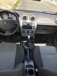 Ford Fiesta 1.6 sedã.