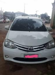 Toyota Etios Sedan 1.5 XLS Completo - 2014