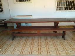Mesa de madeira maciça!
