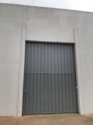 Aluga-se barracão