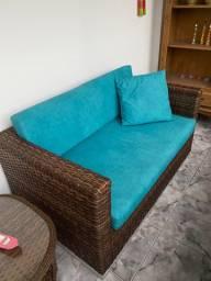 Sofá de vime com mesinha