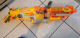 Brinquedo atirador de dardos de espuma