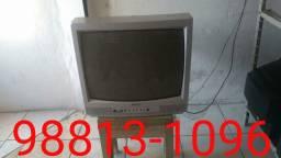 Televisão CCE 21 Polegadas, tem garantia de 30 dias e controle