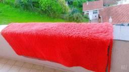 Vendo tapete vermelho peludinho usado poucas vezes tá novo bem dizer
