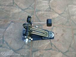 Pedal de bateria Bauer simples.