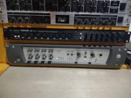 Interface Profissional 16 canais Tascam US1800 conservada confira