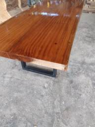 Mesa Rústica de madeira maciça com os pés de ferro