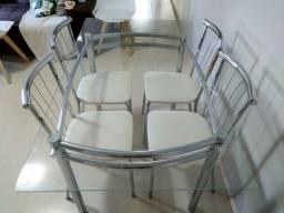 Mesa de jantar com 4 cadeiras leia