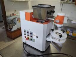 Máquina de fazer salgados compacta print