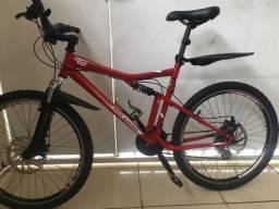 Bike ,ROCKRIDER RR.6.0 aro 26 na cor Vermelha e folha do aro preta