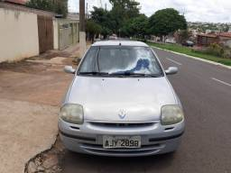 Clio 2001 R$9000,00