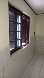 Com Garagem Ótima Casa de Alvenaria com Dois quartos Próximo da Estação Niterói