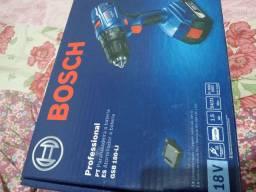 Parafusadeira Bosch 18volt com baterias e carregador semi Nova pouco tempo de uso