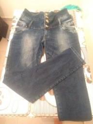 Vendo 2 calças jeans uma feminina Tamanho 46 e outra masculina tamanho 14 semi nova