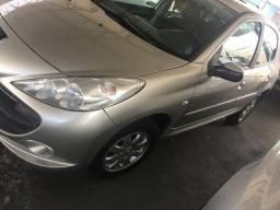 Peugeot 207, 1.4, ano 2011, cor prata - 2011