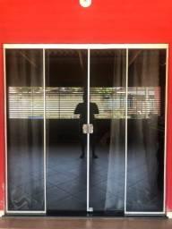 Vendo porta de vidro aceito cartões de crédito