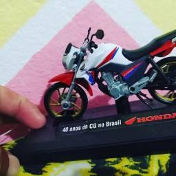 Miniatura Honda CG TITAN 160 em metal