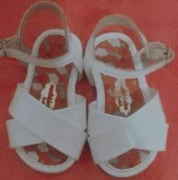 Sandália molequinha tamanho 17