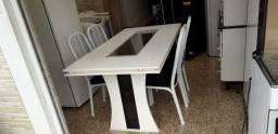 Mesa com centro de vidro