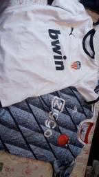 Duas camisetas esportivas oportunidade