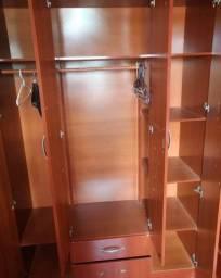 Guarda roupa de solteiro 4 portas e duas gavetas